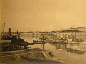 Вид первого военного судна в Алексеевском доке. Севастополь