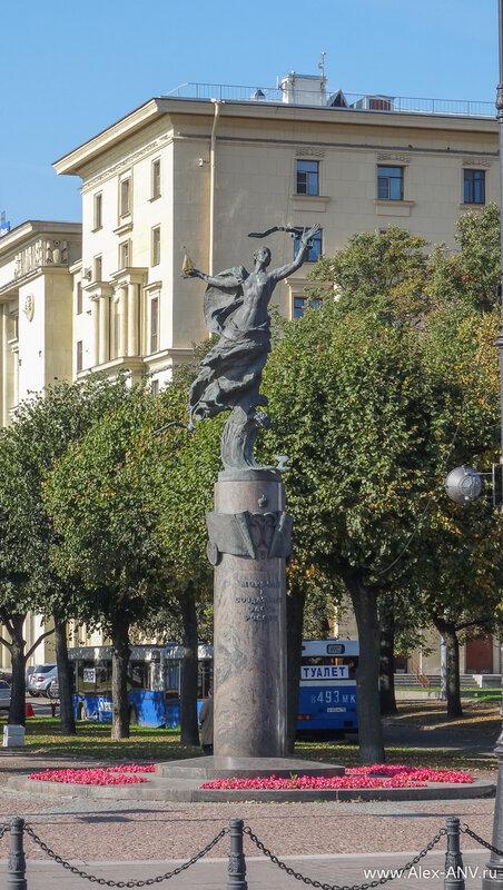 Памятник морякам и создателям флота России на Петровской набережной