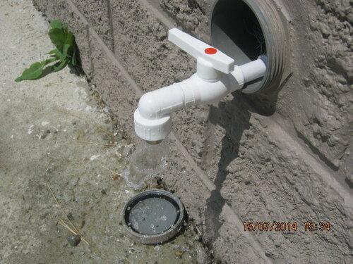 На Рица начали с того, что обеспечили водой прилегающую к дому территорию