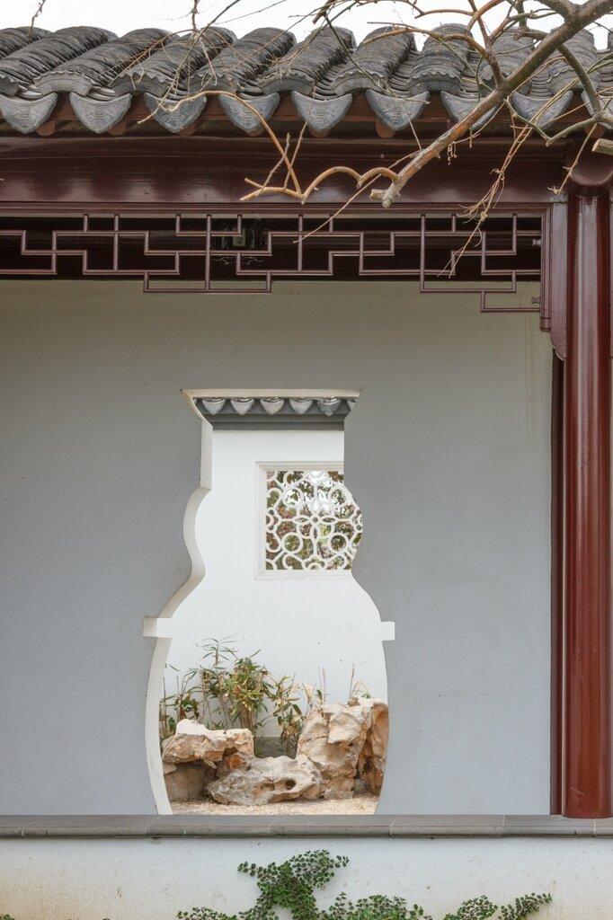 Проем в стене в форме вазы, парк-выставка садов, Пекин
