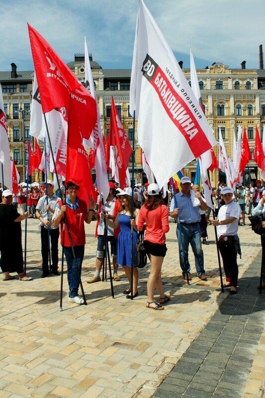 Оппозиционные знаменосцы на Софиевской площади