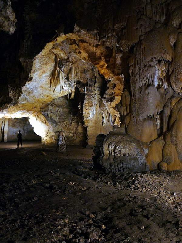 Пещера Большой Бузлук, пещеры Караби-Яйла
