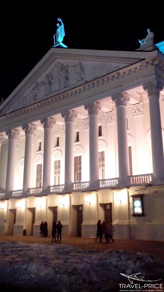 театр в ночной подсветке Казань