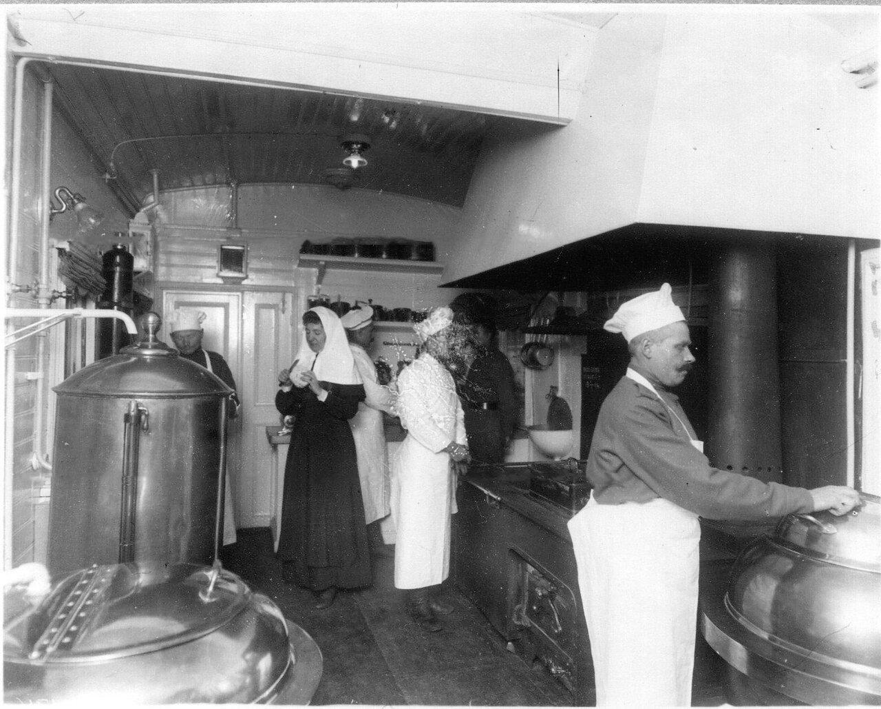 10. Внутренний вид вагона-кухни