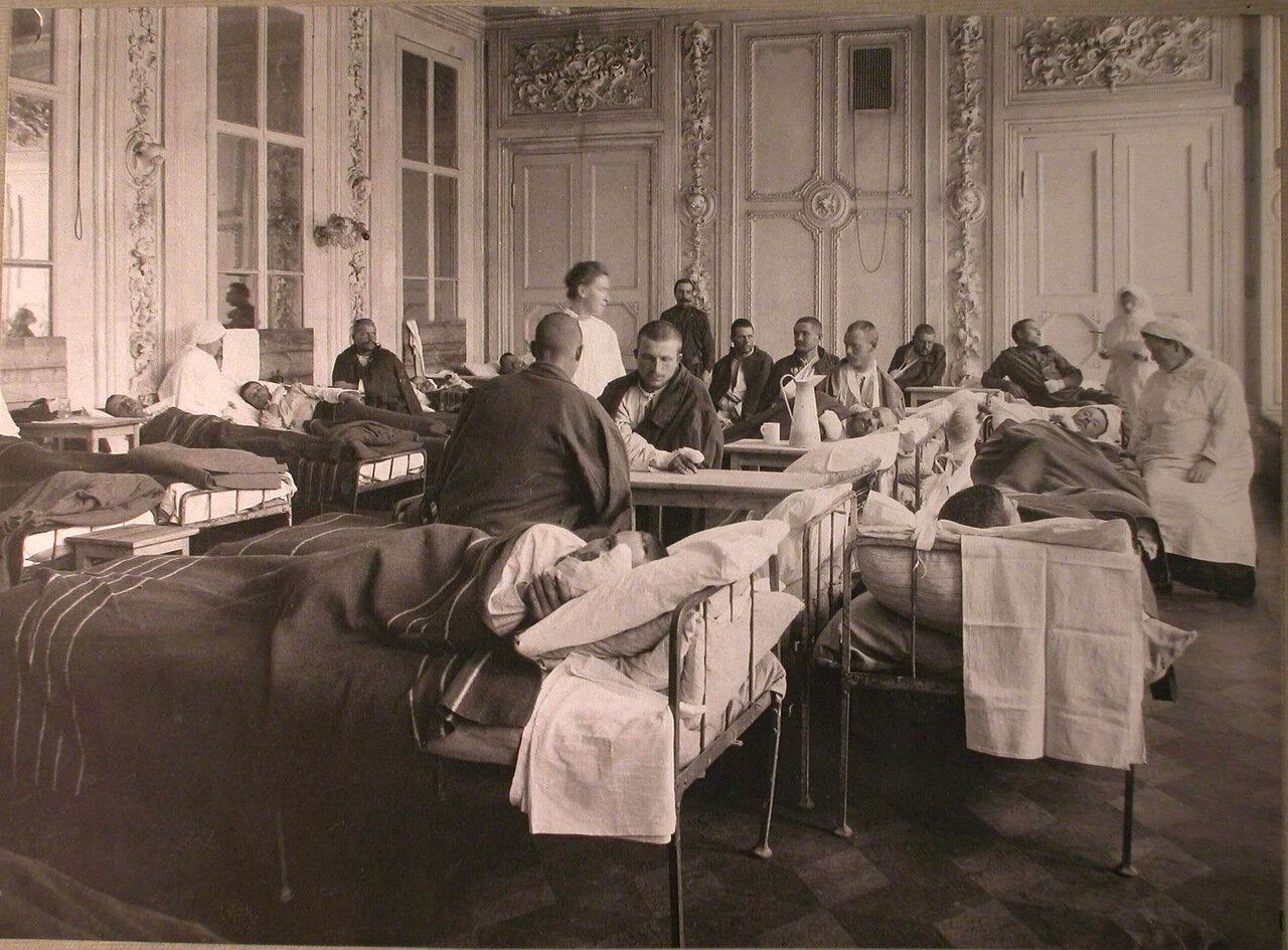 06. Раненые в палате лазарета, организованного членами Литературно-художественного кружка