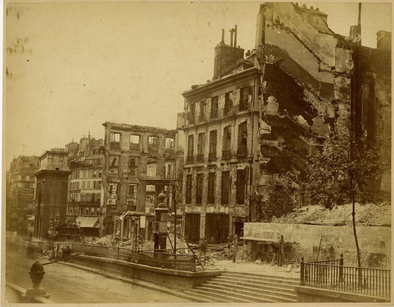 Разрушения на улице Сен-Мартен