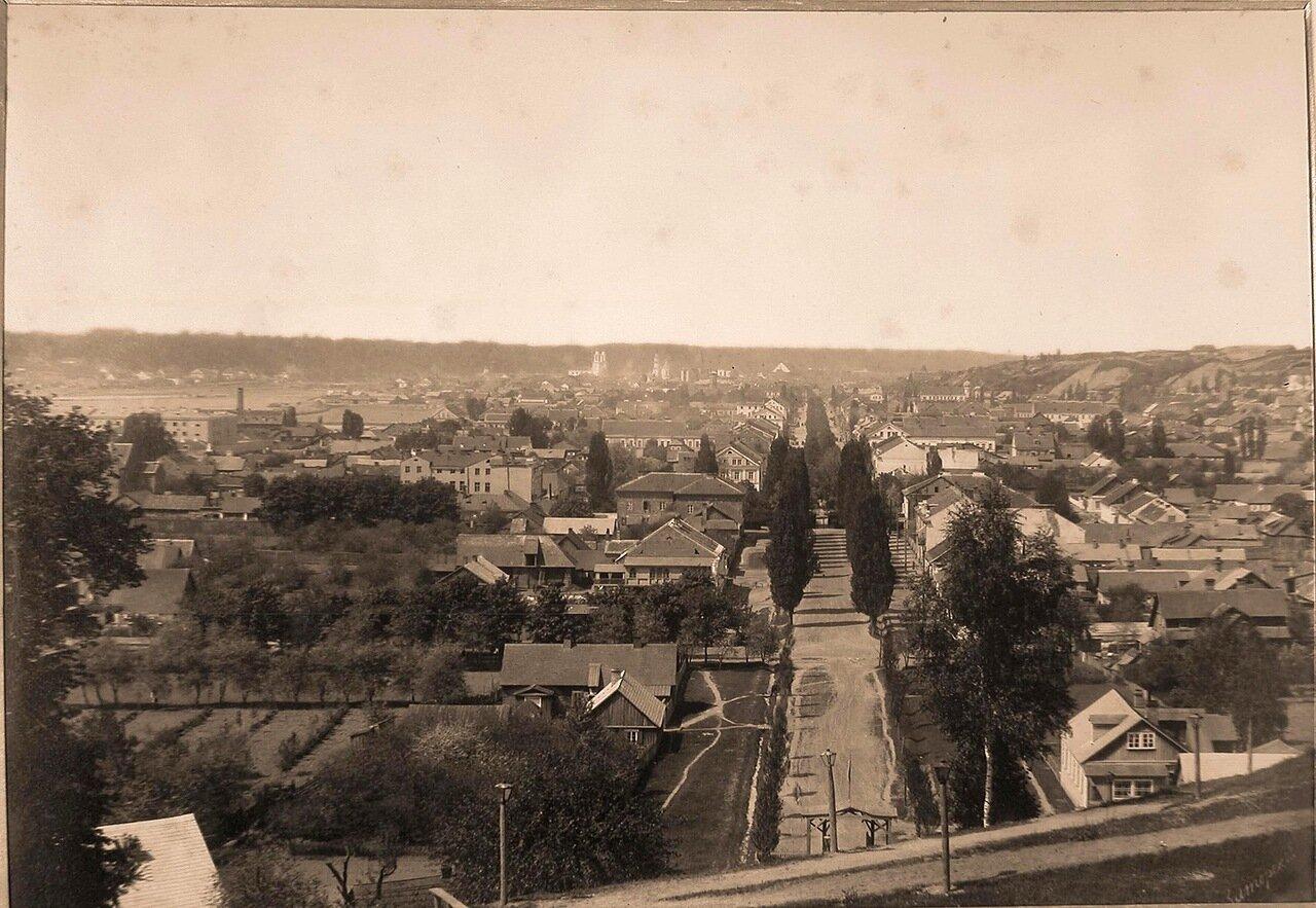 11. Вид жилых домов и бульвара (с Петровской горы)