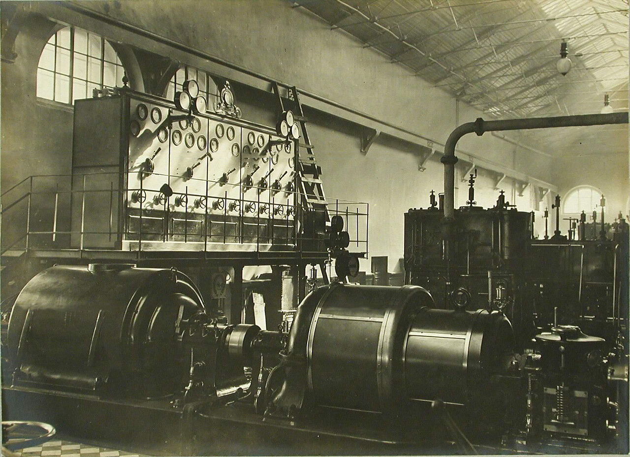 22. Общий вид распределительного щита и динамо-машин, установленных в одном из цехов завода. 24 марта 1910