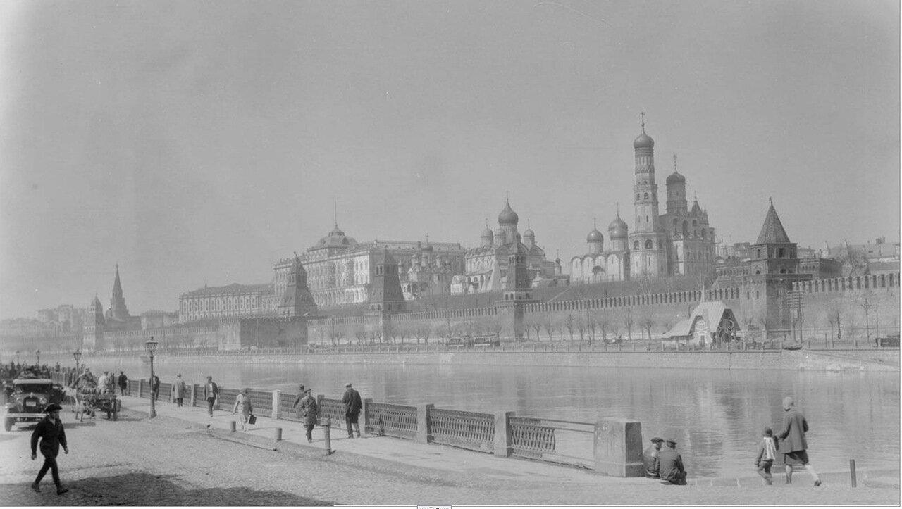 08. Вид на кремль с Софийской набережной