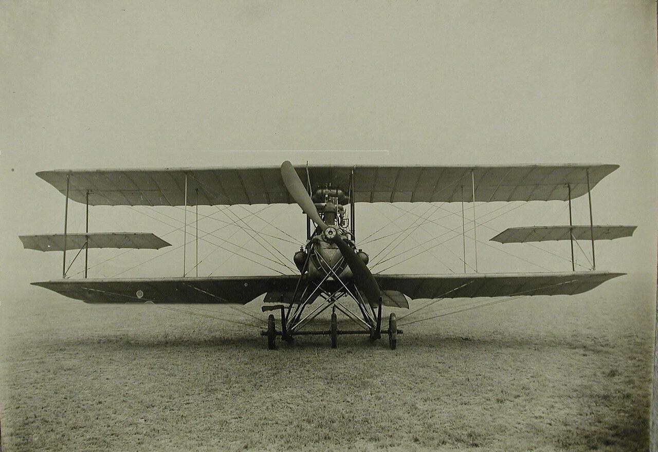 20. Общий вид биплана, сконструированного инженером Я.М. Гаккелем; размах крыльев биплана (с крылышками) - 11,5 м, длина - 8,9 м, расстояние между поверхностями - 1,75 м, вес – 560 кв.м, мотор «Аргус» - 80-100 лошадиных сил