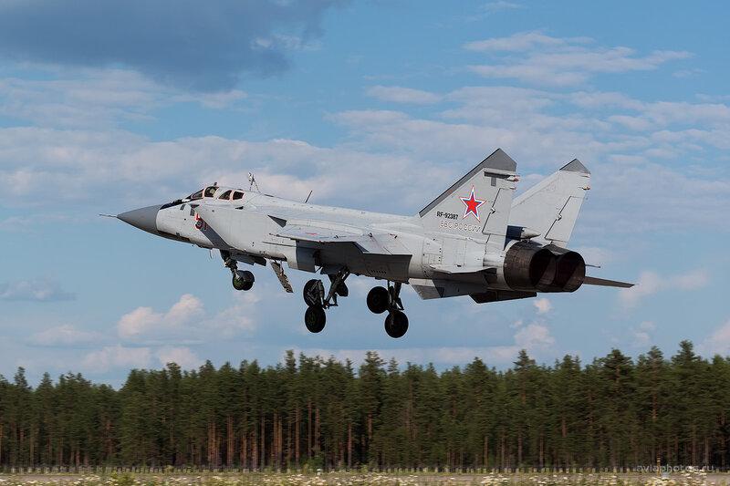 Микоян-Гуревич МиГ-31БМ (RF-92387 / 51 красный) D806465e