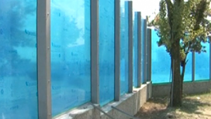 Вместо дорог в Молдове строят звукоизолирующие стены