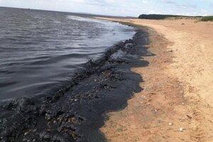 В Санта-Барбаре 80 тысяч нефти вылилось на пляж