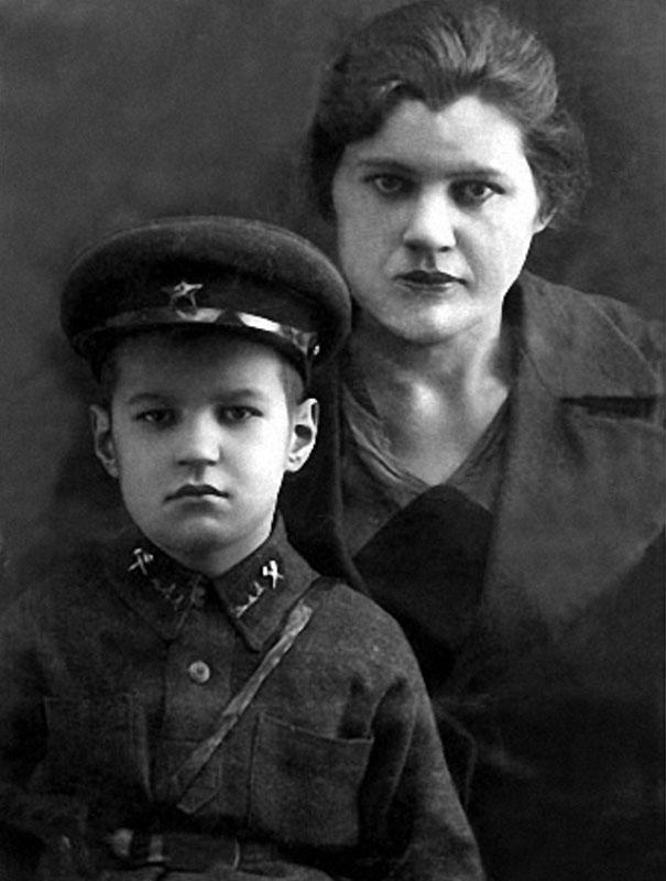 1005 Жора Бурков с мамой Марией Сергеевной.jpg
