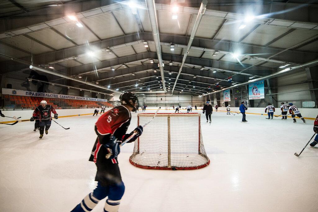 Тренировка любительской хоккейной команды на крытом катке пос. Мехзавод, Самара