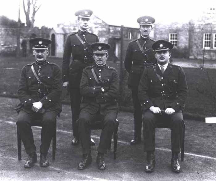дафф12Оуэн О'Даффи (на стуле, в центре).jpg