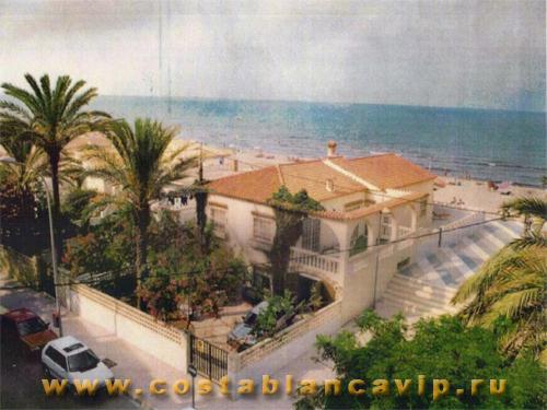 Шале в Gandia, дом в Гандии, дом на пляже, недвижимость в Испании, дом в Испании, недвижимость в Гандии, Коста Бланка, CostablancaVIP, вилла на пляже, вилла в Гандии, недвижимость в Валенсии, вилла на первой линии пляжа, шале на первой линии пляжа, дом на пляже