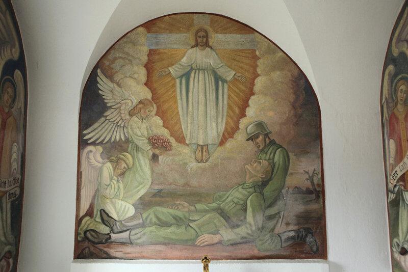 Мемориал павшим немецким солдатам в часовне приходской церкви деревни Файхтен в Баварии