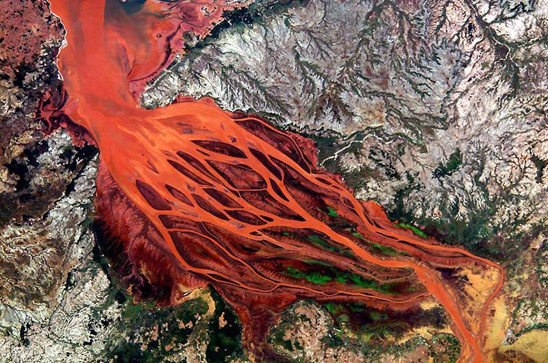 1. Дельта реки Бецибука на Мадагаскаре. (SPL / Barcroft Media)