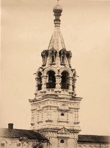Вид верхней части колокольни Свято-Троицкого Новодевичьего женского монастыря (постройка 1643-1648 гг.).