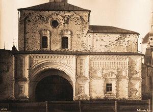 Вид части южной стены Никольской церкви и Святые врата бывшего Успенского Горицкого монастыря.