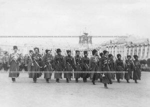 Подразделения полка во время парада на площади у Екатерининского дворца.