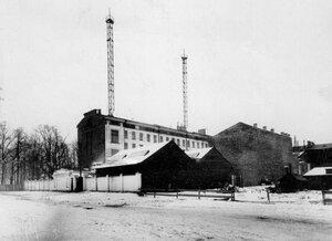 Общий вид территории завода по производству телеграфного оборудования Русского общества беспроволочных телеграфов и телефонов (Робтит).