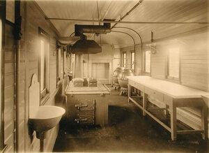 Общий вид вагона-кухни, оборудованной системой, выработанной заводом Сан-Галли.