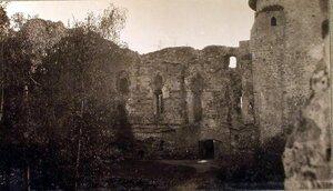 Вид на развалины замка около имения графа Сиверса.