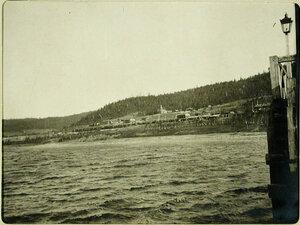 Вид с озера на поселок вблизи станции. Иркутская губ. Култук ст.