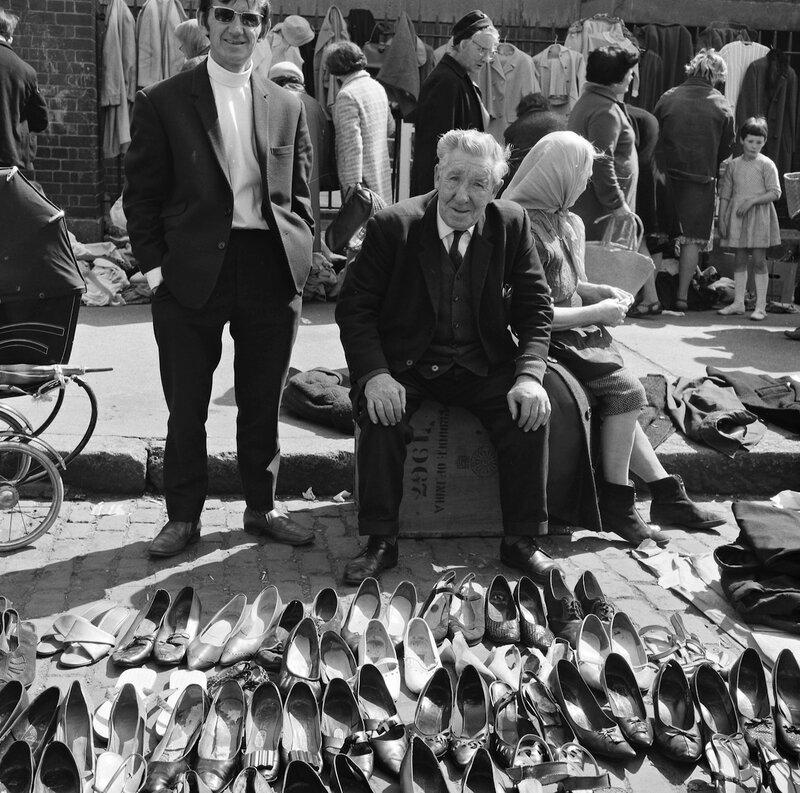 Продавцы подержанной обуви. Дублин, Ирландия, 1969 г..jpg