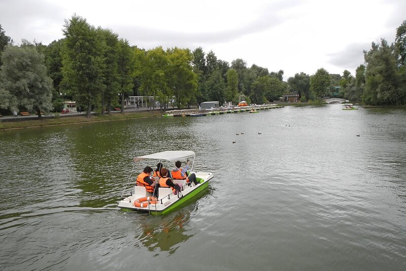 Голицынский пруд в парке им. Горького