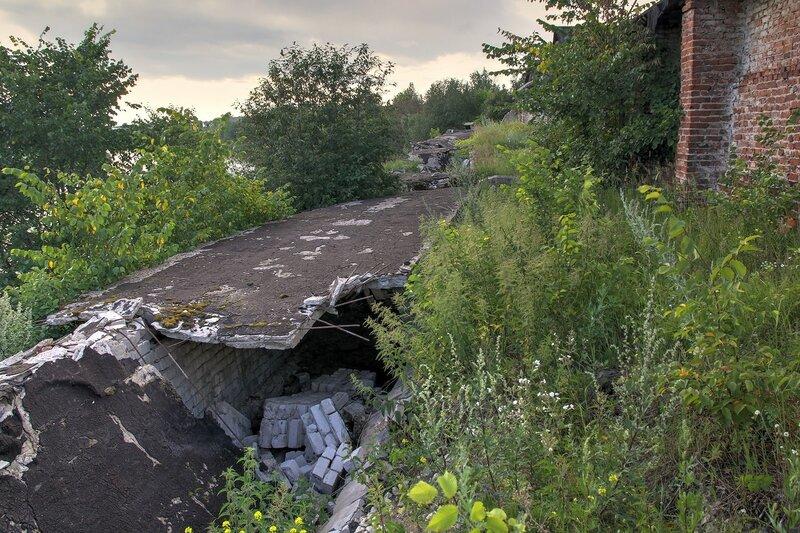 Обрушенный подземный транспортёр хлебоприёмного предприятия в пос. Медведок