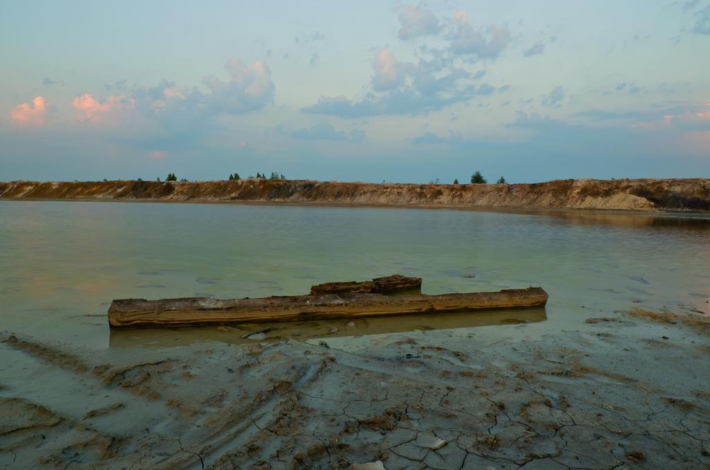 Фото 7. Любительская зеркалка Nikon D5100. Фотограф обязан на берегу водоема снимать что-то плавающее.