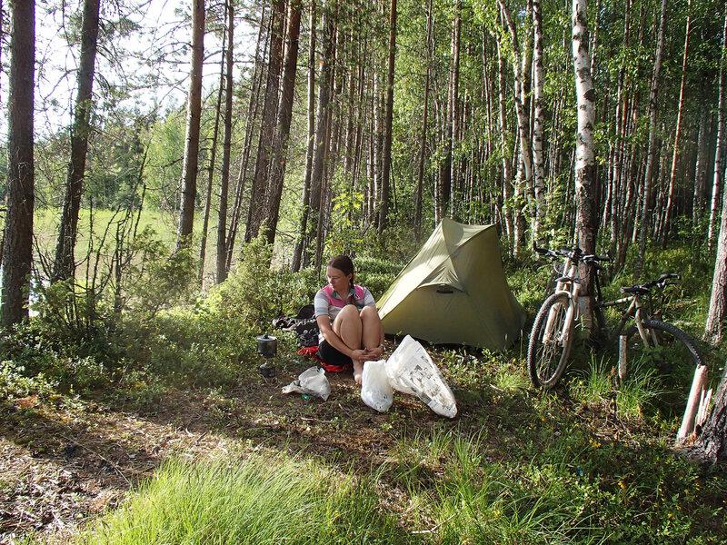наша палатка на берегу озера Вендюрское