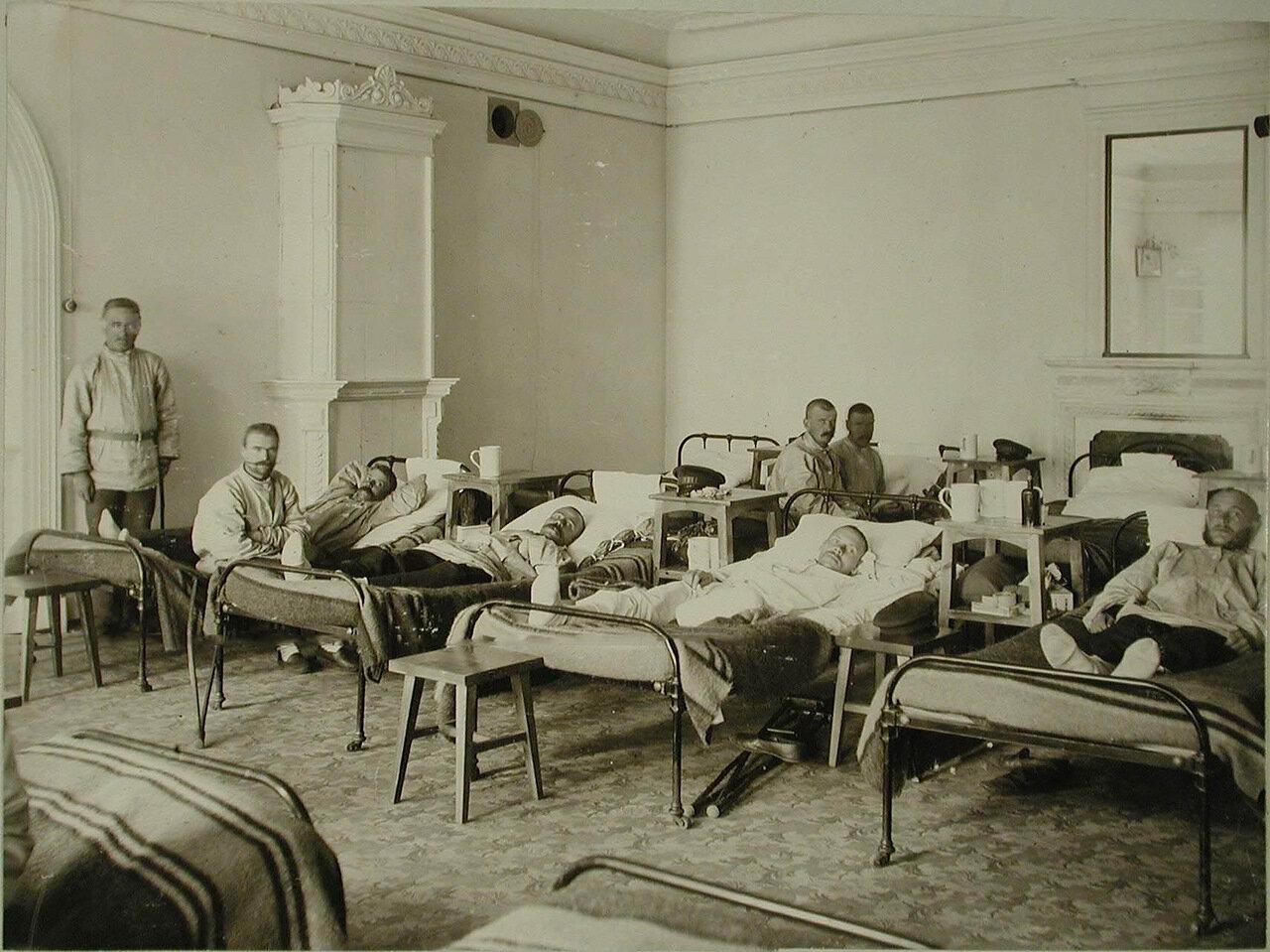 04. Раненые воины в одной из палат здравницы