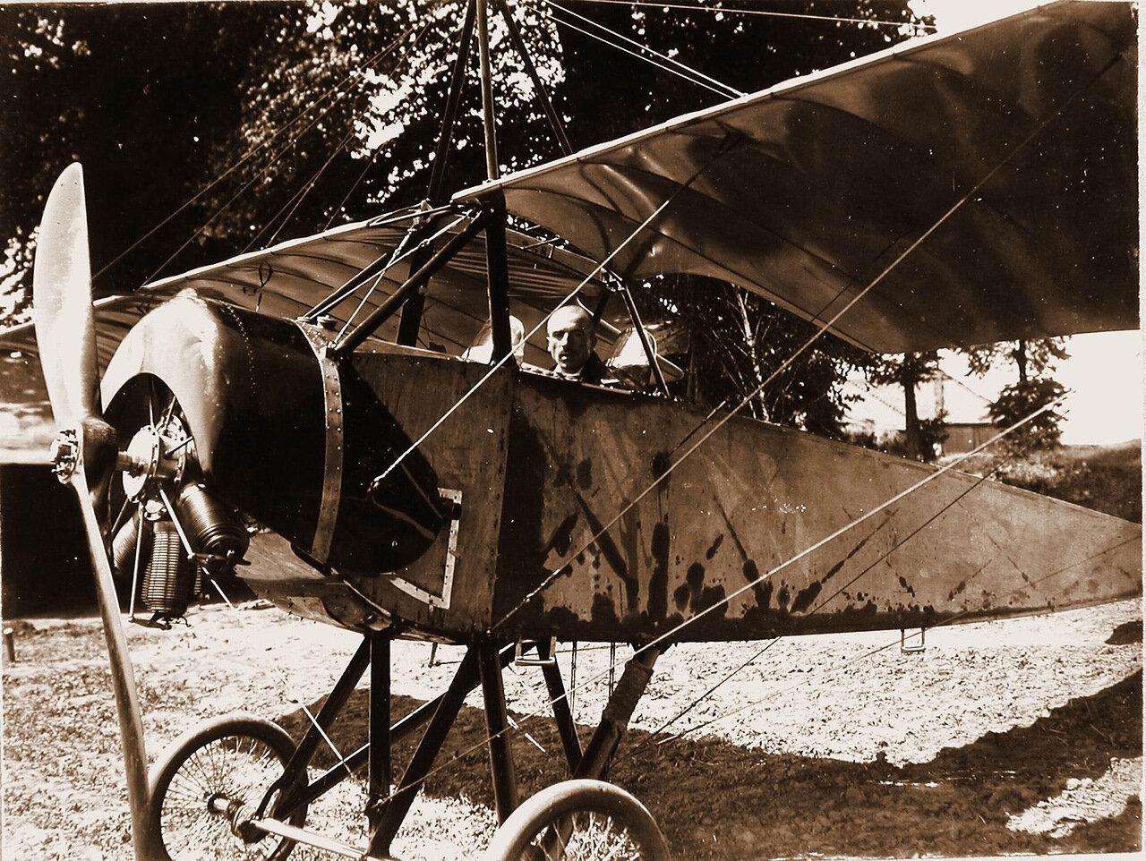 30. Военный лётчик отряда поручик Головатенко в кабине летательного аппарата. Май 1915. Вятская губ. Глазов