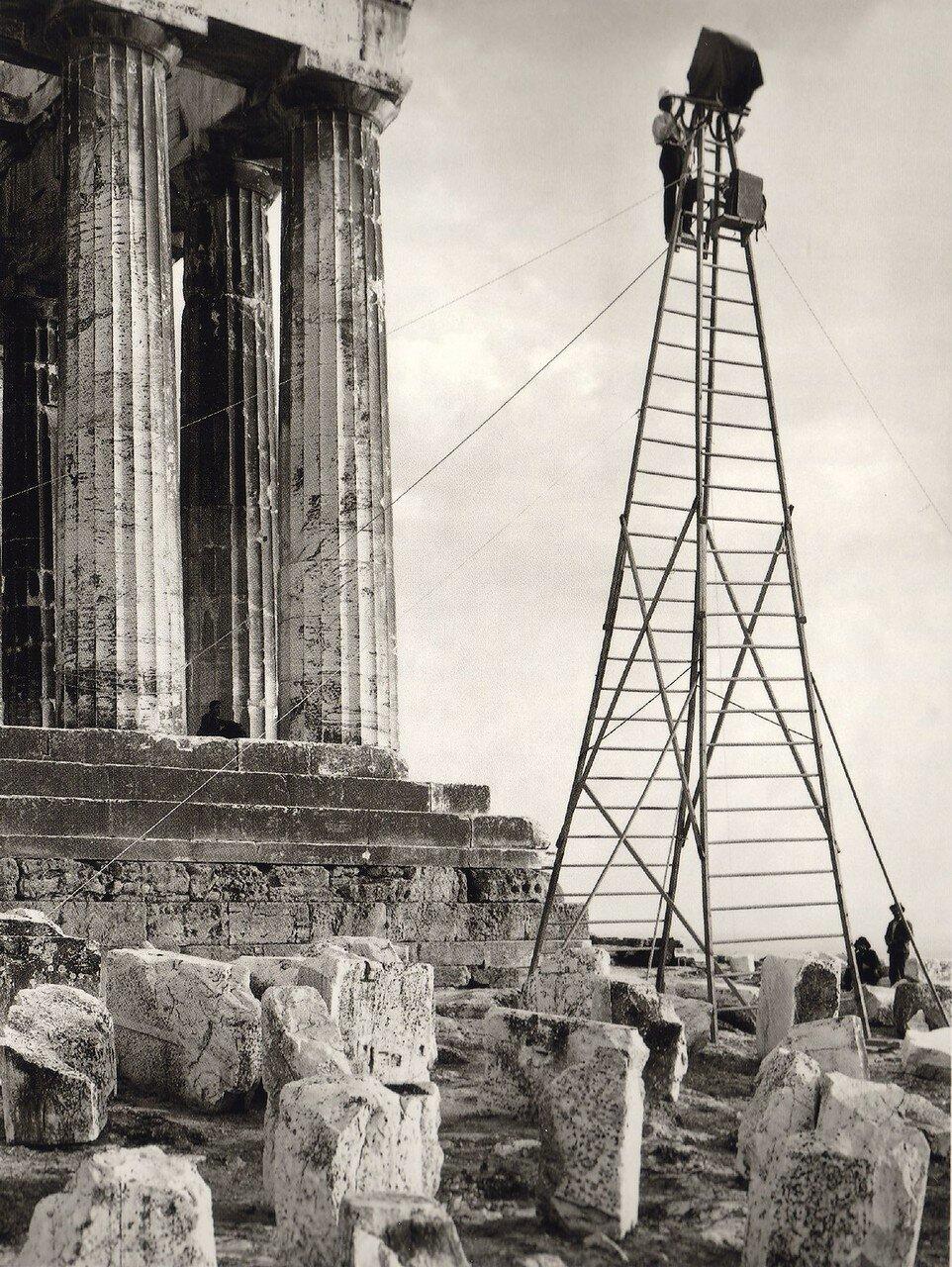 1907. Буассон фотографирует Акрополь