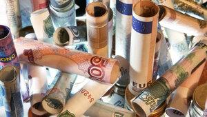 Новые санкции против России вызвали падение рубля
