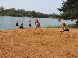 Районный турнир по пляжному волейболу. П. Дубровка, 10 августа 2014 года. В игре Юля и Маша.