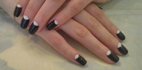 Черные ногти с лункой