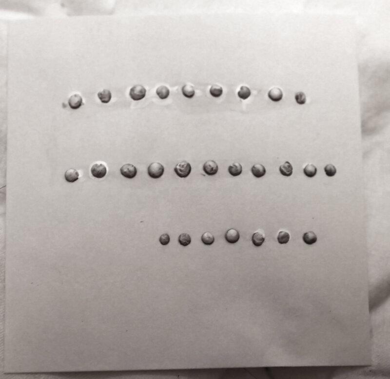 3.15 Белые пуговки на бумажке