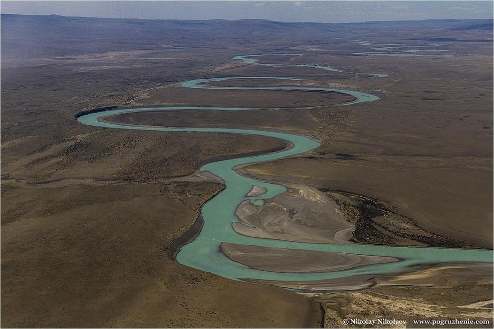 23. Пейзажи возле Эль Калафате окончательно взрывают мозг. Вот, к примеру, изумрудная река!