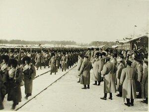 Солдаты 157-го Имеретинского и 158-го Кутаисского полков проходят перед императором Николаем II
