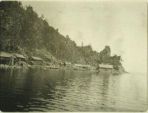 Вид жилых домов на берегу озера. Забайкальская обл., между ст.Большой Баранчик-Хвойная