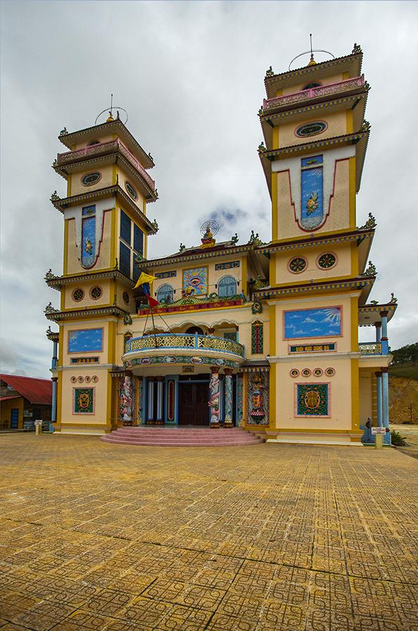 Башни храма Каодай