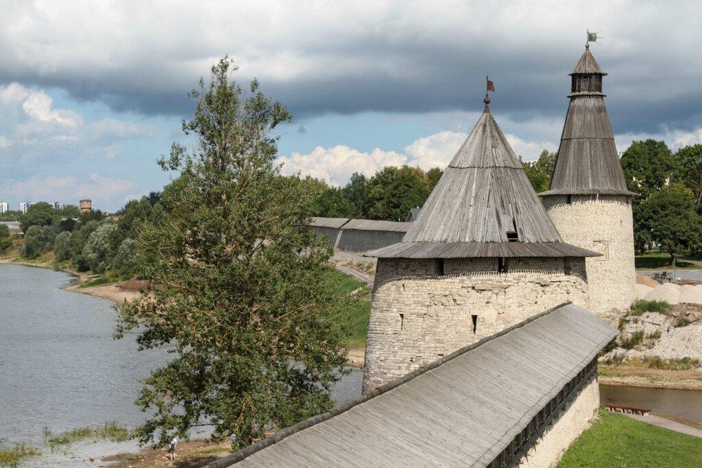 Плоская и Высокая (Воскресенская) башни, Псков