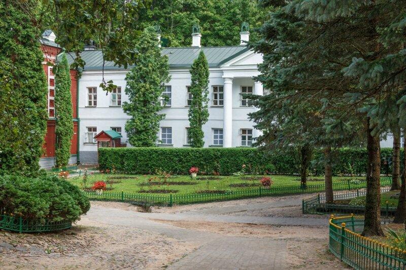 Братские корпуса, Псково-Печерский монастырь