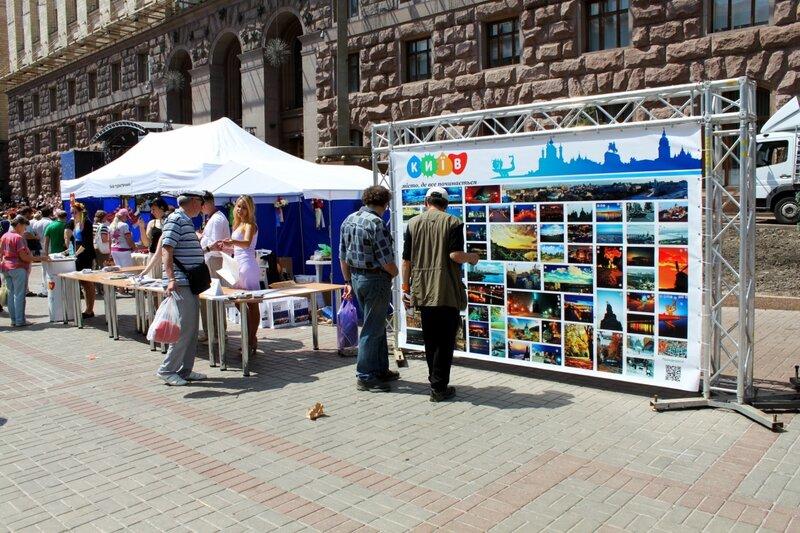 Стенд Киева под киевской мэрией