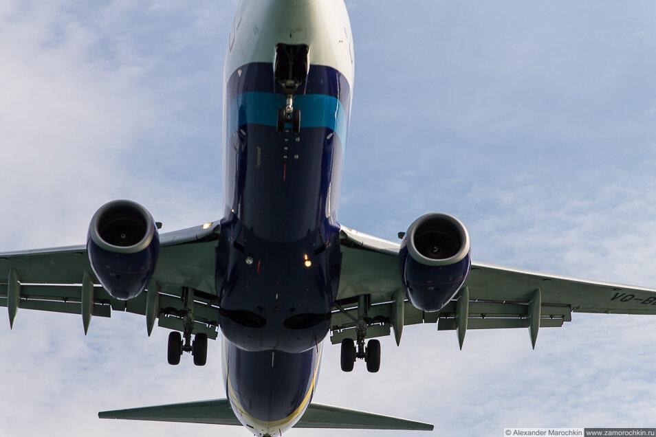 Низколетящий самолёт, посадка в Керкире, Корфу, Греция